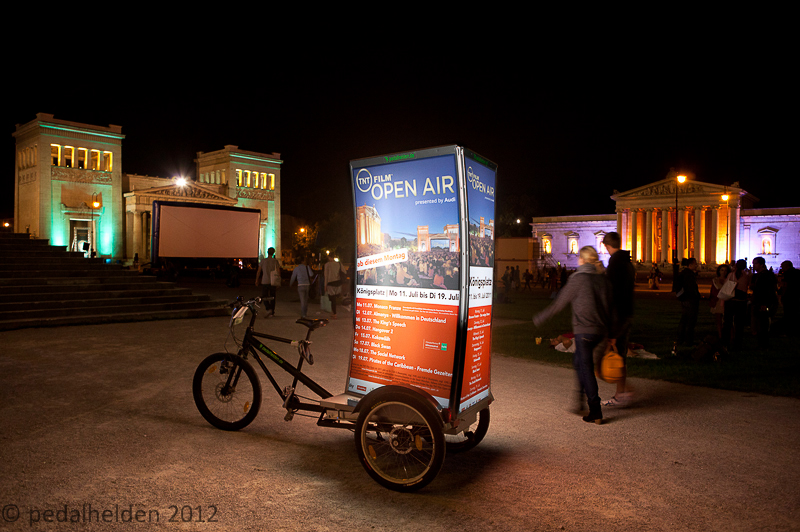 kino_open_air_muenchen_billboardbike_am_koenigsplatz