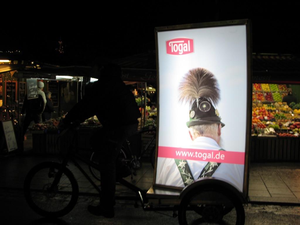Billboard-Bike mit Togal-Werbung in München by pedalhelden.de