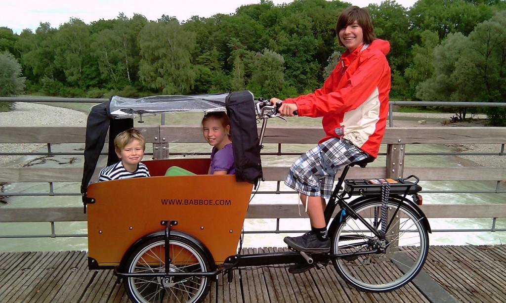 Baboo Bike radlen an der Isar geliehen von pedalhelden.de