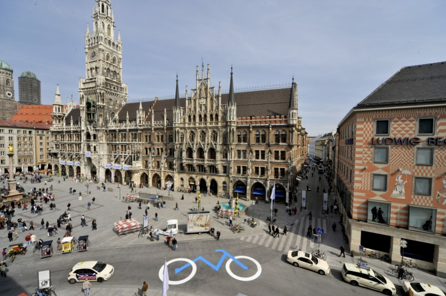 Marienplatz: Petition SOR:  Save Our Radler