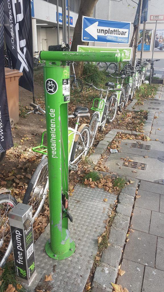Radl-Service-Säule an der Fahrradwasch-Anlage