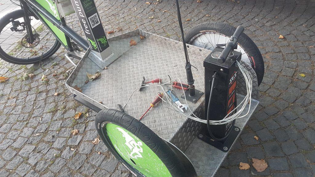 Reparaturradl an der Fahrradwaschanlage, kostenlos nutzen
